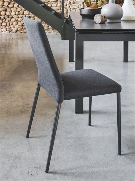 chorégraphie cabaret avec chaise cb1462 chaise connubia calligaris en métal assise