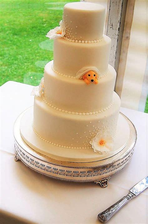 couple wanted  include  doggo   wedding