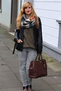Blau Und Schwarz Kombinieren : winter casual look graue ripped jeans schwarze lederjacke ~ Buech-reservation.com Haus und Dekorationen