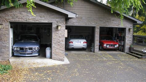 car garage for cars and car servicing cars and car servicing