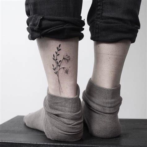 hand poked minimalist flower tattoo tattoogridnet