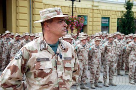 A katonák a budapesti szent lászló kórház udvarán is segítettek egy mobil egészségügyi létesítményt felépíteni. Ilyen magas pozíciót magyar tiszt még nem töltött be NATO ...