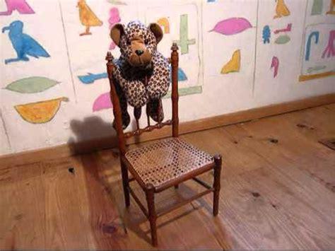 rempailleur de chaise chaise cannée poupée wmv