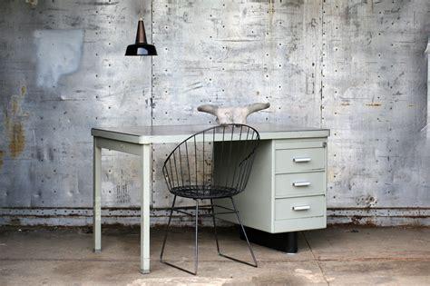 bureau vintage 馥s 50 industrieel vintage metaal en linoleum jaren 50 bureau dehuiszwaluw