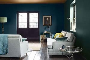 peinture bleu 12 couleurs bleutees pour repeindre son With association de couleur avec le bleu 12 home carrelage showroom