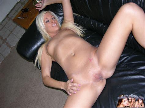 Hot Blonde Girl Modeling Nude Brooklyn Pichunter