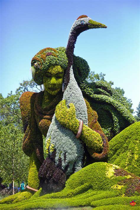 plant sculpture amazing plant sculptures at the montreal mosaiculture exhibition 2013 bored panda