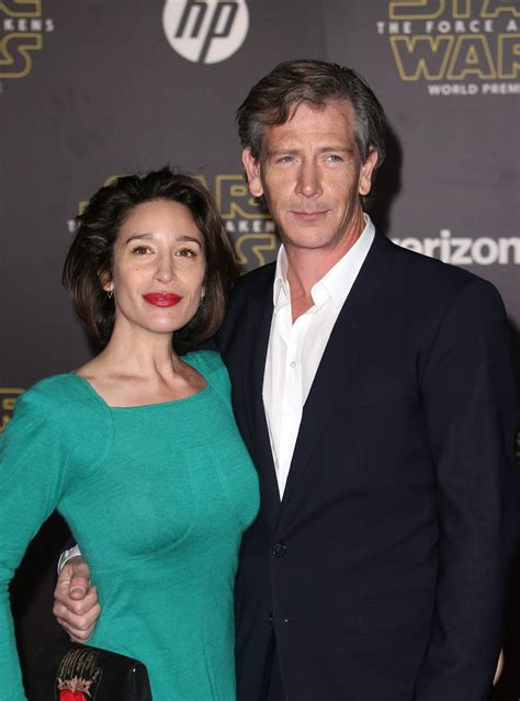 wife  rogue  star ben mendelsohn files  divorce