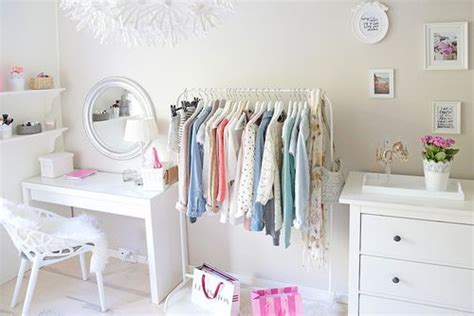 1000+ Ideas About Clothes Rack Bedroom On Pinterest