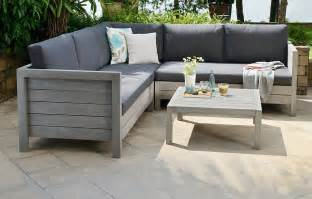 Solid Wood Outdoor Furniture Photo