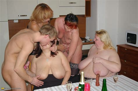 this is one hot mature sexparty that rocks pichunter