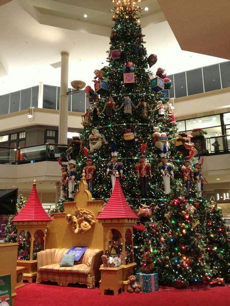 betcha didnt     kop malls holiday decor