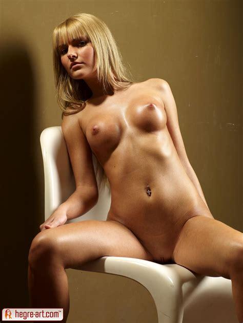 Stella Model Sets Nude
