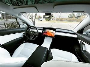 Tesla Cybertruck Interior / Op Ed We Debunk Tesla Cybertruck Myths Safety Towing Weight More ...