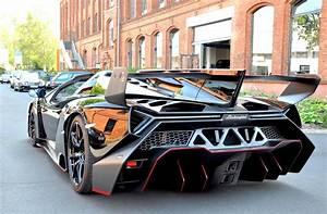 Lamborghini Veneno Roadster : auto super sport first lamborghini veneno roadster delivered ~ Maxctalentgroup.com Avis de Voitures