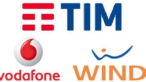 Telefonia Mobile Operatori by Natale Mobile 2017 Le Offerte Di Tim Vodafone E Wind