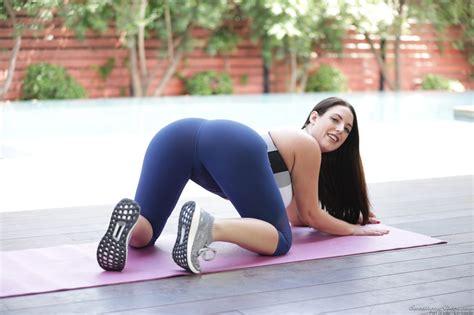 Wallpaper Angela White Yoga Pants Bent Over Yoga Mat 1920x1280 Arielkrone 1189464 Hd