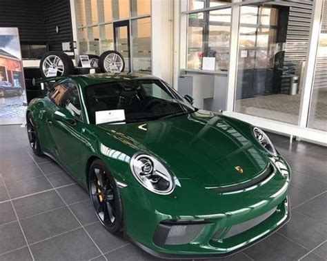 Irish Green 2018 Porsche 911 Gt3