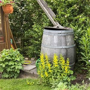Tonne Aus Holz : ratgeber regentonne f r die speicherung von regenwasser ~ Watch28wear.com Haus und Dekorationen