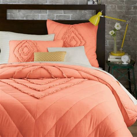 peach bedding featuring diagonal lines decoist