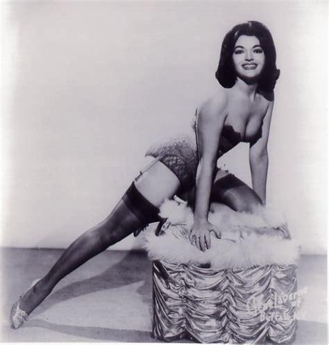 A Look Back 20 Glorious Photos Of Vintage Burlesque Dancers