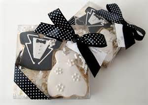 small wedding gift ideas custom wedding favors bridal shower favors from l v couture cookies chagne