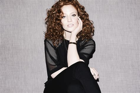 Singer Jess Glynne's Hair And Makeup Routine