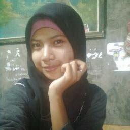 """Wanita ini memiliki status terpandang di hunian tersebut. Jilbab Hot on Twitter: """"Koleksi Foto Bugil Cewek Toge Berjilbab Bugil di Kamar Kost https://t.co ..."""