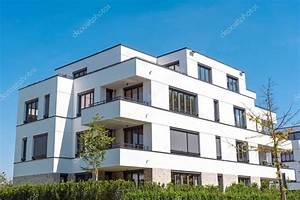 Wohnung Melsungen Kaufen : moradias modernas brancas na alemanha stock photo elxeneize 130279820 ~ Watch28wear.com Haus und Dekorationen