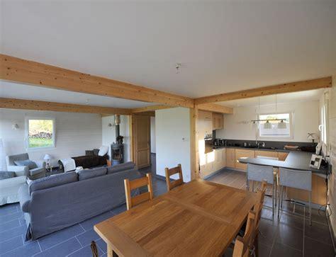 deco salon et cuisine ouverte maison à ossature bois avec bardage canexel nos maisons