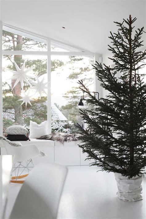 norwegian simple christmas tree decor