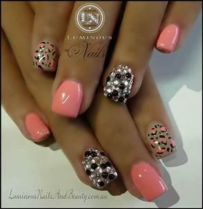Nails: Peach Leopard and Stones | Trusper
