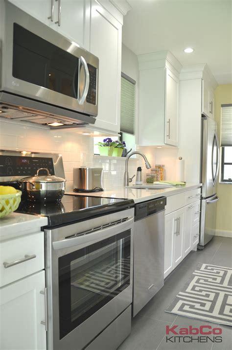 kitchen cabinets pembroke pines homecrest maple alpine cabinetry 6310