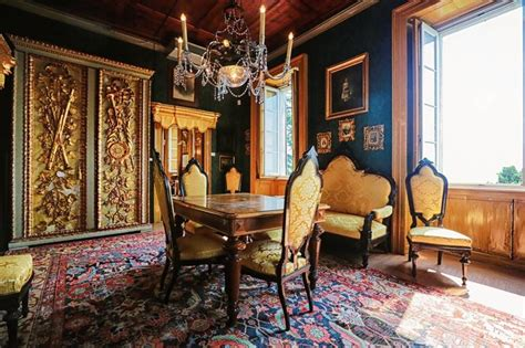 Ranging from the 1830s to the 1900s, the victorian era was a time of innovation and creativity. Old World, Gothic, and Victorian Interior Design