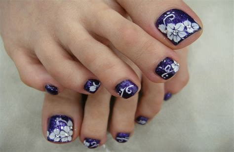 Toe Nail Art Design Ideas For Christmas & Holidays