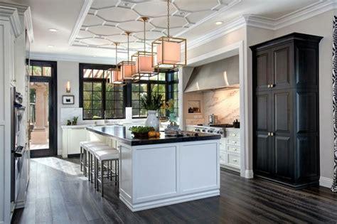 cuisine style flamand cuisine blanche avec plan de travail noir 73 idées de