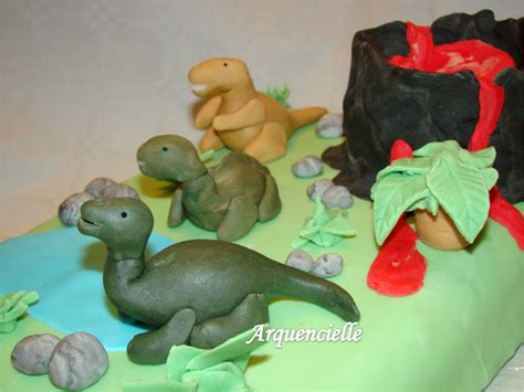 g 226 teau quot jurasik park quot avec modelages de dinosaures p 226 te 224 sucre les cr 233 ations d arquencielle