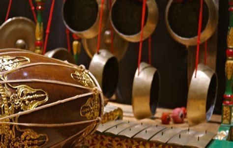 Pengertian dan jenis pertunjukan musik tradisional nusantara. 8 Unsur-unsur Tari yang Pasti Ada dalam Sebuah Tarian