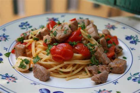 cuisine italienne pates spaghetti thon frais et tomates cerise la cuisine italienne