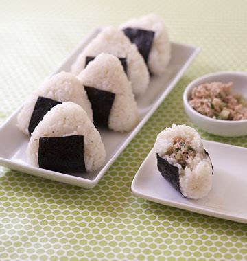 cuisine japonaise recette facile onigiri au thon et concombre cuisine japonaise les
