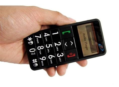 senior citizen cell phone features big numbers and sos