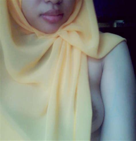 Hijab Bugil Nyepong Montok Hijab Seksi