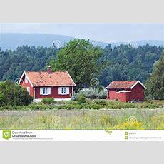 Kleines, Rotes Haus Stockfoto Bild Von Landschaft, Wald