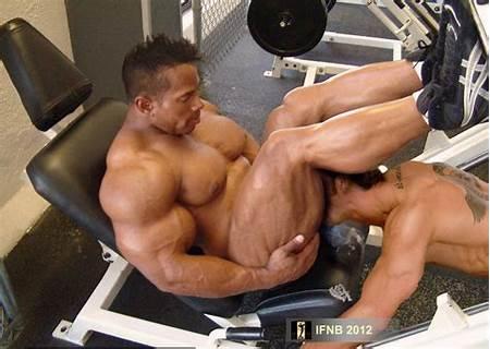 Teen Nude Body Building