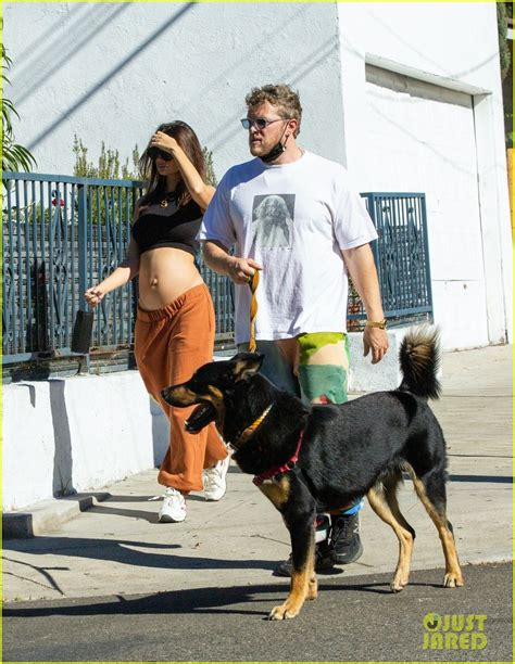 Emily Ratajkowski Bares Her Baby Bump While Hiking With ...