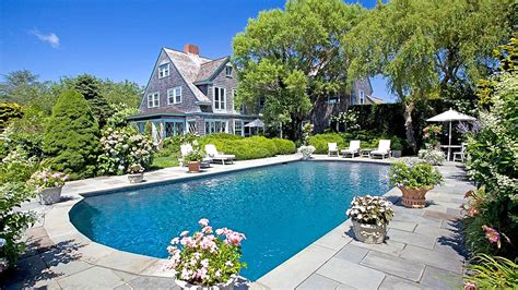 'grey Gardens' Home Is For Sale