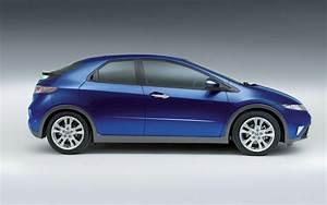 Honda Civic 2008 : spied five door honda civic hatch takes a drive in europe ~ Medecine-chirurgie-esthetiques.com Avis de Voitures