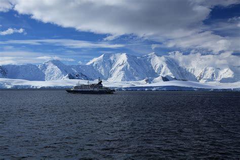 File:Sea Spirit leaves Port Lockroy, Antarctica