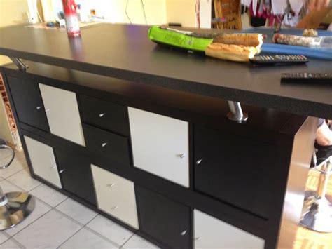 bar de cuisine avec rangement table de bar avec kallax bidouilles ikea