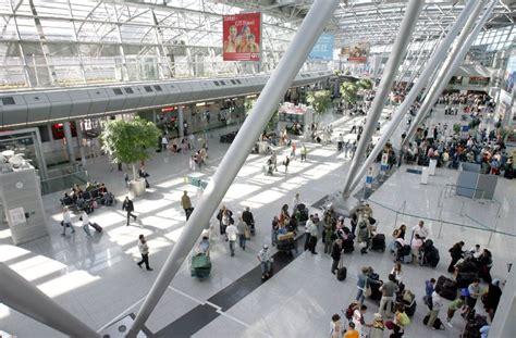 Der düsseldorf airport informiert euch hier über. Flughafen Düsseldorf: 80-Jährige löst versehentlich Alarm ...